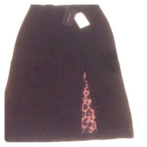 Pencil black skirt with animal print inside